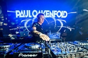 Paul Oakenfold grabs the spotlight awaiting the closing of Clandestin pres. Full On Ibiza